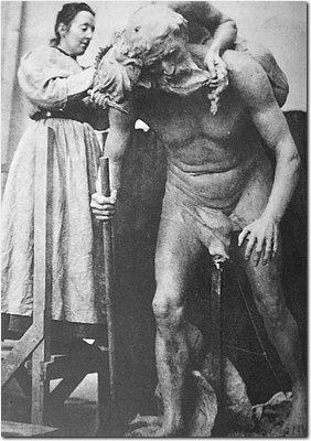 Carolina Benedicks-Bruce with her sculpture L'obsède 1910